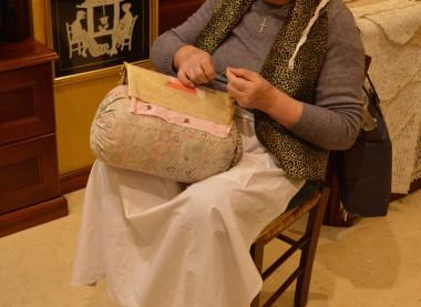 Lace kniting