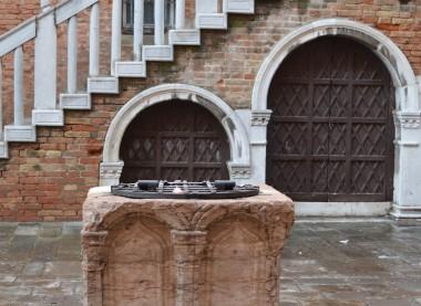 Venetian well